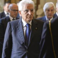 """Mattarella: """"Tortura, più tutele alle vittime"""". Il Papa su Twitter: """"Abolirla impegno di..."""