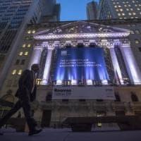 Mercati incerti dopo il sollievo per le banche venete. Draghi spinge l'euro