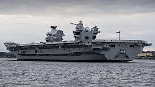 Il delicato varo della portaerei:è la più grande del Regno Unito