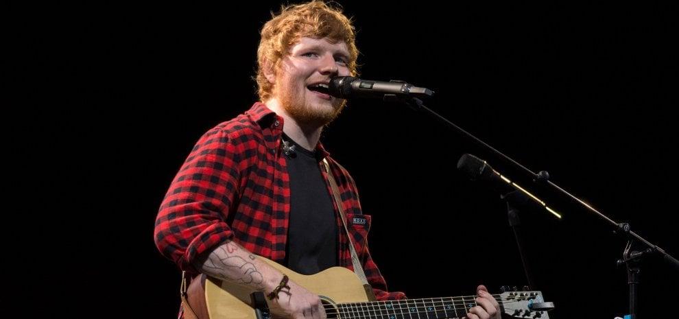 """Uk, cambiano le classifiche dei singoli per """"colpa"""" di Ed Sheeran"""