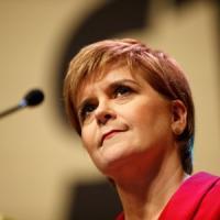 Scozia, Sturgeon rimanda il referendum sull'indipendenza: