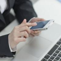 """Via quello smartphone dalla scrivania: """"Basta la presenza per ridurre le capacità..."""