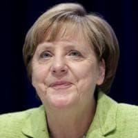 """Merkel apre ai matrimoni gay: """"Libertà di coscienza sul voto"""""""