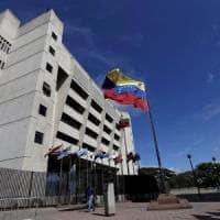 """Venezuela: """"Granate da un elicottero contro la Corte suprema"""". Maduro: attacco t..."""