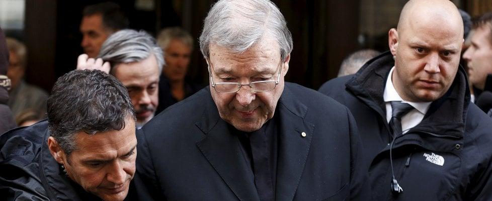 """Pedofilia, cardinale Pell incriminato per gravi reati sessuali: """"Andrò in Australia a difendermi"""""""
