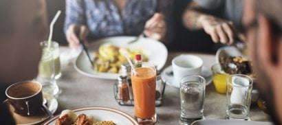 Una colazione proteica ci rende più tolleranti