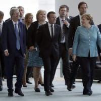 """Migranti, Gentiloni ai leader europei: """"Chiediamo un aiuto concreto"""". Juncker: """"Italia e..."""