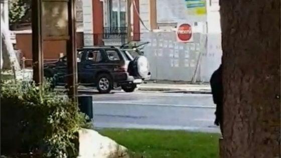 Parigi, cerca di investire folla fuori dalla moschea: arrestato