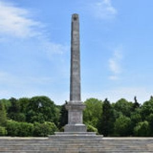 La Polonia smantella i monumenti sovietici. Ammassati in un ex bunker atomico