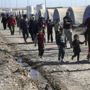 Mosul, si vive a 46 gradi nelle tende dei campi informali degli sfollati
