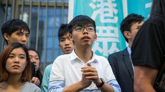 Hong Kong, in manette per ore Joshua Wong, il leader della rivoluzione degli ombrelli