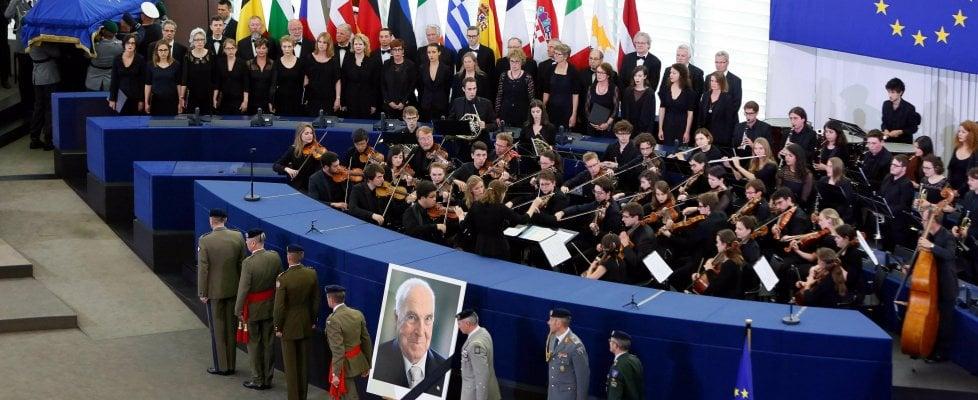 "Strasburgo, l'ultimo saluto a Helmut Kohl. Merkel: ""Senza di lui non sarei stata qui"""