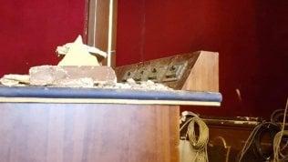 Torino, cade un pezzo di controsoffitto in Sala Rossa: annullato il consiglio comunale