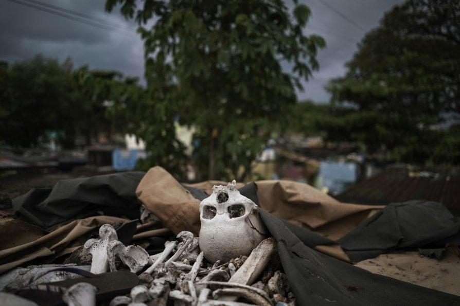 Vivere tra i defunti. Gli ultimi di Manila che sono al sicuro solo fra le tombe