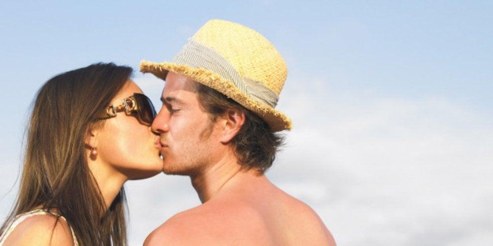 Bacio, ecco dieci benefici per la salute