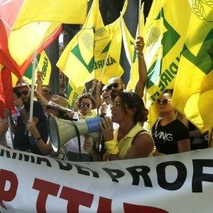 Agricoltori e ambientalisti in piazza contro il trattato di libero scambio con il Canada