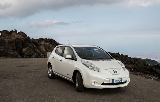 Nissan Leaf, arriva il parcheggio assistito avanzato