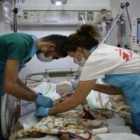 Mosul, abitanti allo stremo, muoiono di fame e per ferite di guerra