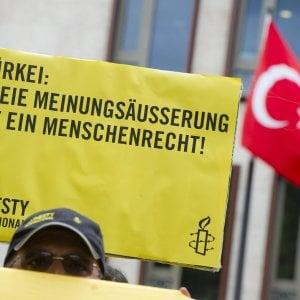 Turchia, Amnesty ancora nel mirino: 12 arresti, anche il direttore della sede di Istanbul