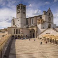 Turisti addio, il nuovo crollo di Assisi