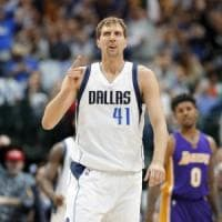 Basket, Nba: Nowitzki, rinnovo record con Dallas. Venti stagioni, come Bryant