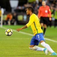 Mercato: Douglas Costa più vicino alla Juve, Conte vuole Belotti