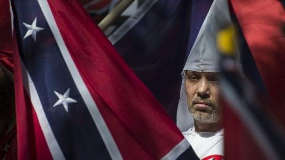 Virginia, scontri tra membri del Ku Klux Klan e manifestanti antirazzisti