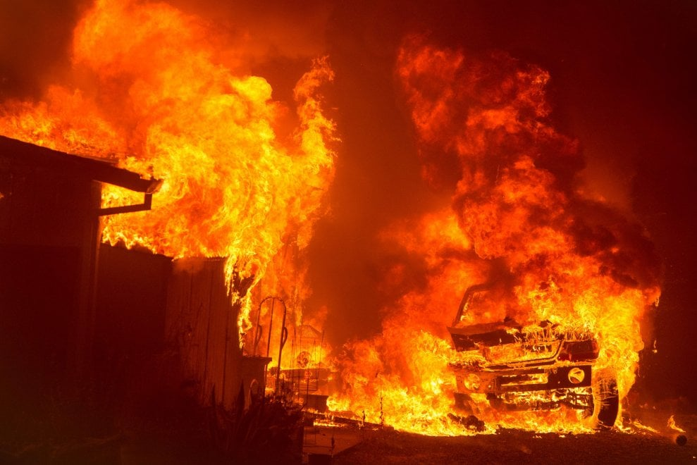 California, emergenza incendi: paura e case evacuate