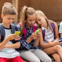 ''Più pidocchi grazie allo smartphone'', allarme sulla diffusione