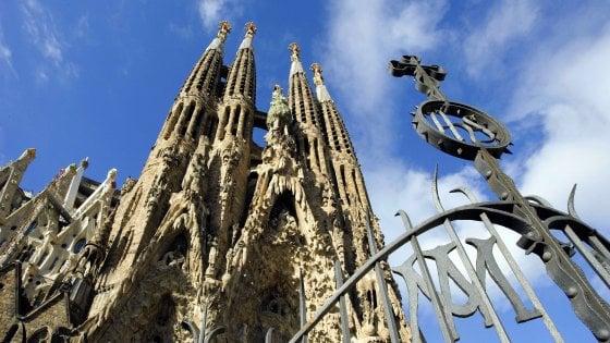Barcellona, Colau stoppa Sagrada Familia: non avrà la scalinata kolossal