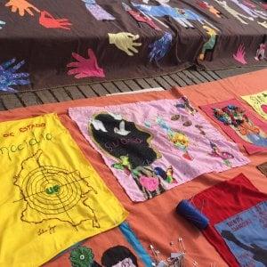Bogotà, la sartoria della memoria luogo di dialogo e storie narrate sui tessuti di soprusi e assassinii
