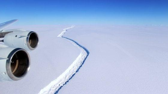 Antartide, l'enorme iceberg si è staccato: è uno dei più grandi di tutti i tempi
