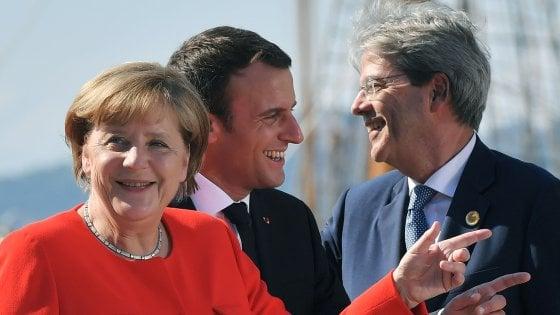 """Migranti, Macron: """"Francia non ha sempre fatto sua parte"""". Gentiloni: """"Fatti progressi ma insufficienti"""""""