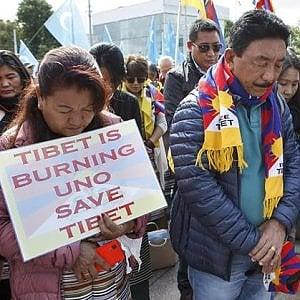 """Tibetani, l'Italia blocca i loro visti per un """"riguardo"""" diplomatico verso la Cina"""