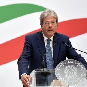 """La Ue apre sui conti pubblici italiani, manovra meno pesante del previsto. Gentiloni: """"Buona notizia"""""""