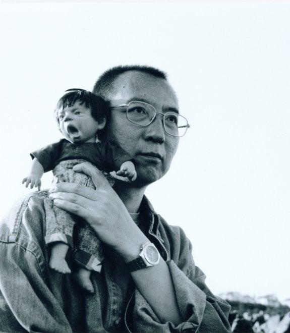 Cina, addio a Liu Xiaobo eroe di Tienanmen e Nobel per la Pace: le immagini
