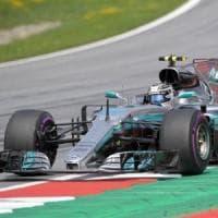 F1, Gp Gran Bretagna, Bottas è il più veloce ma perde cinque posti. Quarto Vettel