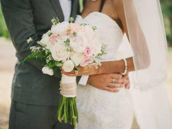 Bouquet Sposa Costo.I Costi Del Si 15mila Euro Per Un Matrimonio Osserva Consumi