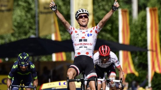 Tour de France, capolavoro Aru: solo contro tutti resta in giallo. Tappa a Barguil