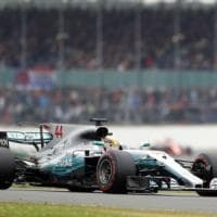 Formula uno, Silverstone: Hamilton in pole, anche Kimi in prima fila. Vettel terzo