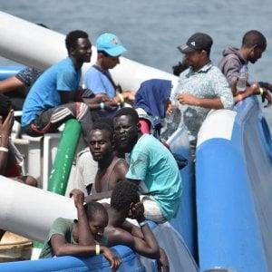 """Migranti, via libera da Ue a codice italiano per Ong. Merkel: """"Non accetteremo tetto limite"""""""