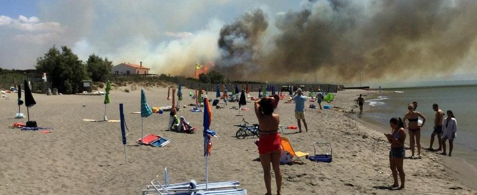 Incendi in Italia, molte regioni a rischio. A Capalbio allarme per 'Ultima spiaggia'