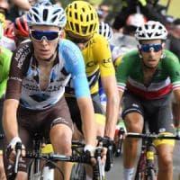 Tour de France, Aru e Bardet attaccano: ma Froome resiste in giallo. Tappa a Mollema
