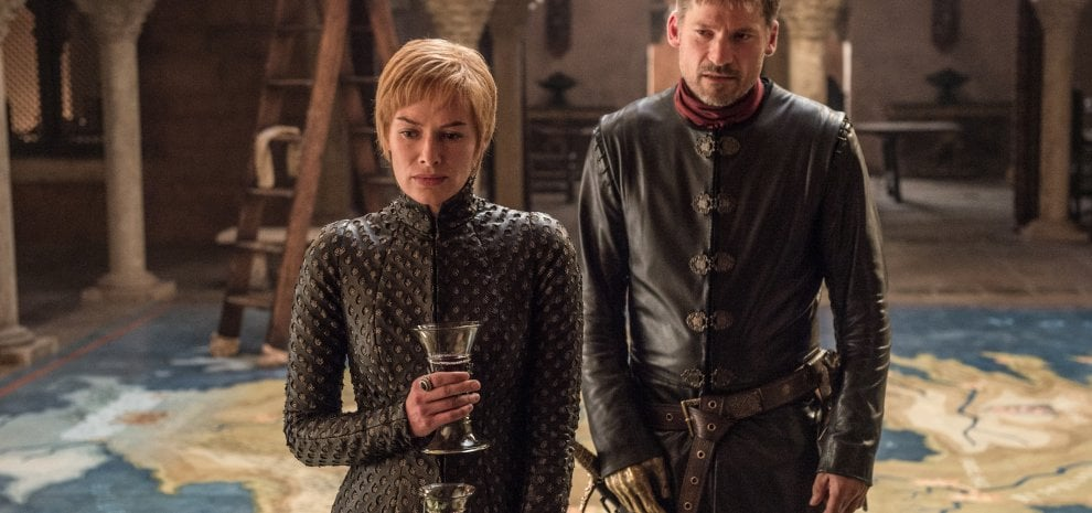 "Game of Thrones, delirio dei fan per la prima puntata. Le ""regine di spade"" sono pronte alla battaglia"