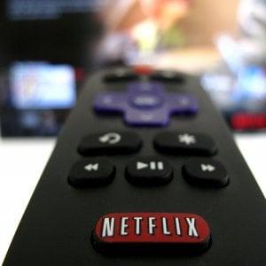 Netflix ringrazia le nuove serie tv: boom di abbonati