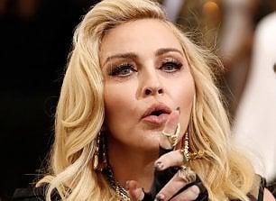 Madonna blocca asta di suoi oggetti, tra cui slip usati