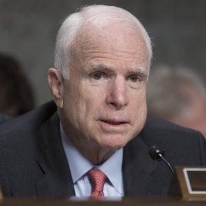 Il senatore John McCain grave per un tumore al cervello
