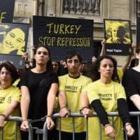 """Alta tensione tra Germania e Ankara, Berlino: """"Non consigliamo investimenti a imprese"""""""