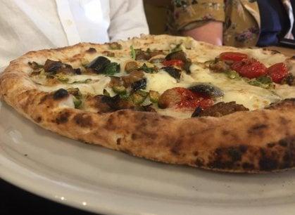 Napoli: ecco la pizzeria Fresco Caracciolo, tra presidi Slow Food e atmosfere eleganti