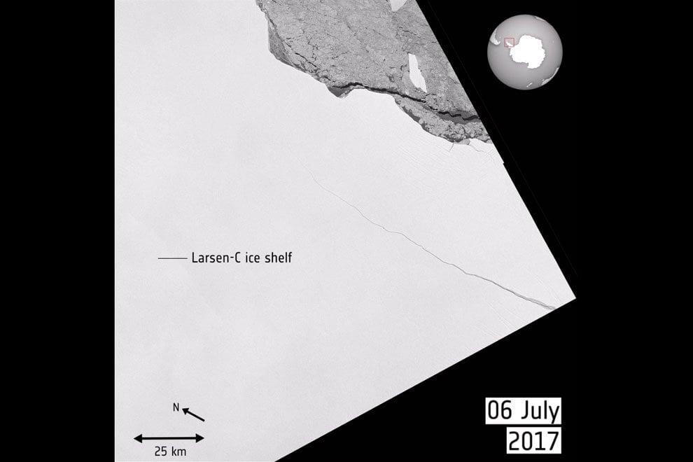 Antartide, Larsen C prende il largo: l'iceberg visto dal satellite